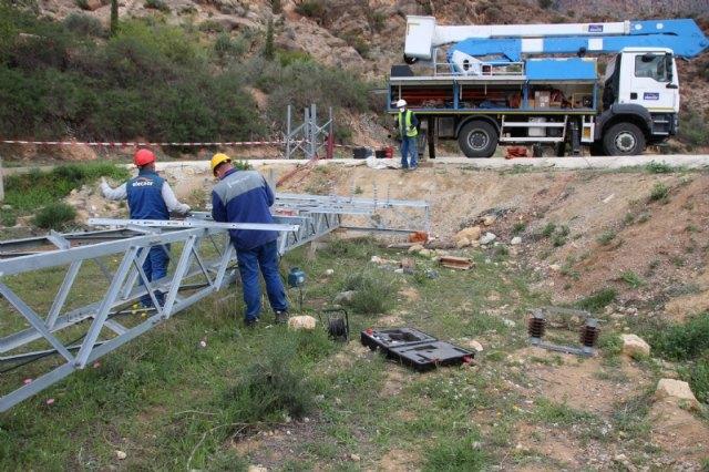 Iberdrola desmonta la línea de media tensión que cruzaba la parcela del nuevo IES Valle de Leiva - 1, Foto 1