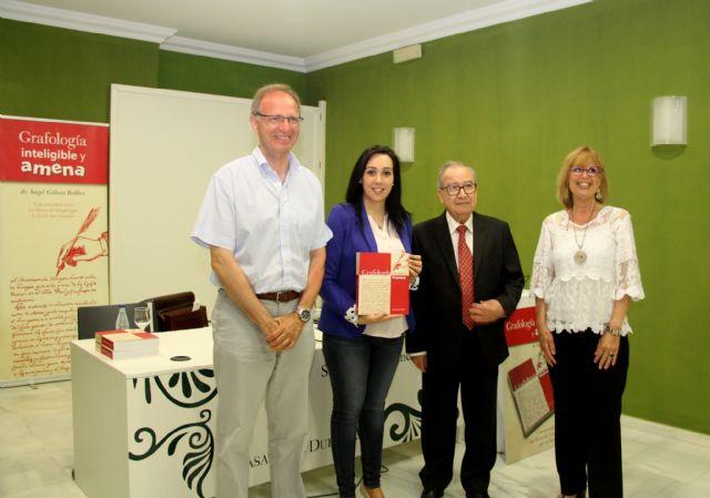 Ángel Gálvez presenta su nuevo libro Grafología inteligible y amena en Puerto Lumbreras - 1, Foto 1