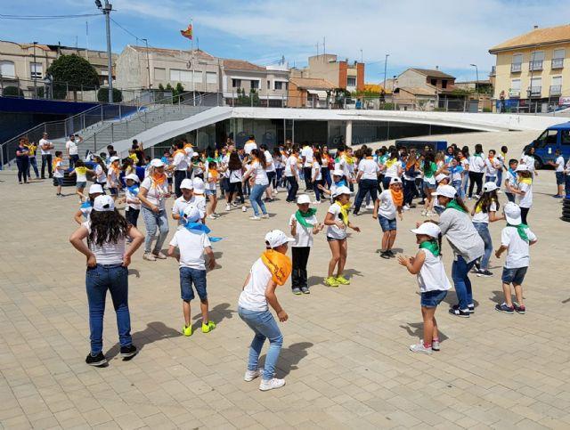 Cerca de 200 alumnos de Primaria participan en un encuentro de danzas - 2, Foto 2