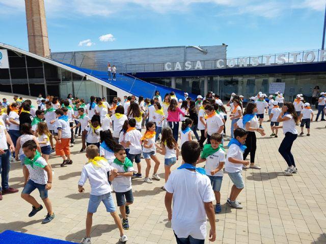 Cerca de 200 alumnos de Primaria participan en un encuentro de danzas - 3, Foto 3
