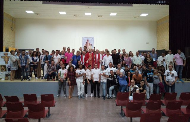 Mons. Chico confirma a 62 internos de la cárcel de Campos del Río - 2, Foto 2