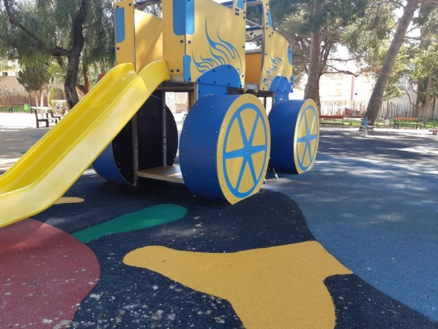 The childrens play area of ??the municipal park Marcos Ortiz is repaired, Foto 3