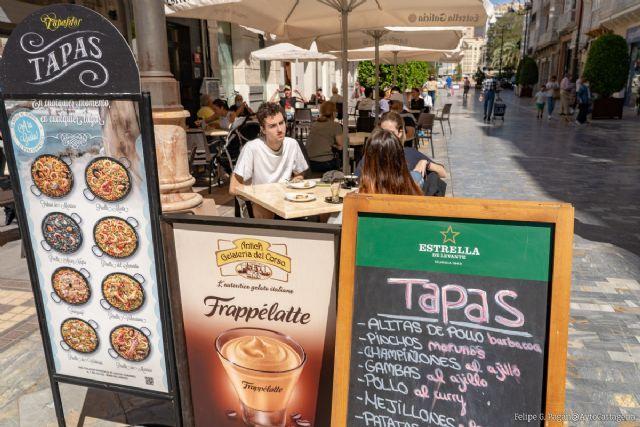 El Ayuntamiento invierte más de un millón de euros en ayudas a hosteleros, vendedores ambulantes, kioscos, chiringuitos y empresarios - 1, Foto 1