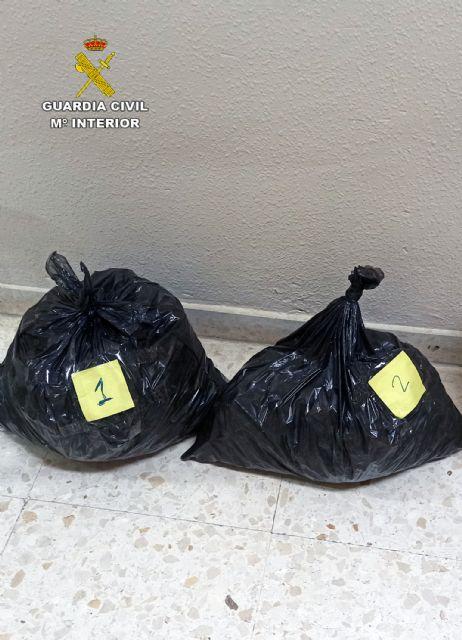 La Guardia Civil detiene a tres individuos presuntamente relacionados con el tráfico de droga de droga al menudeo - 1, Foto 1