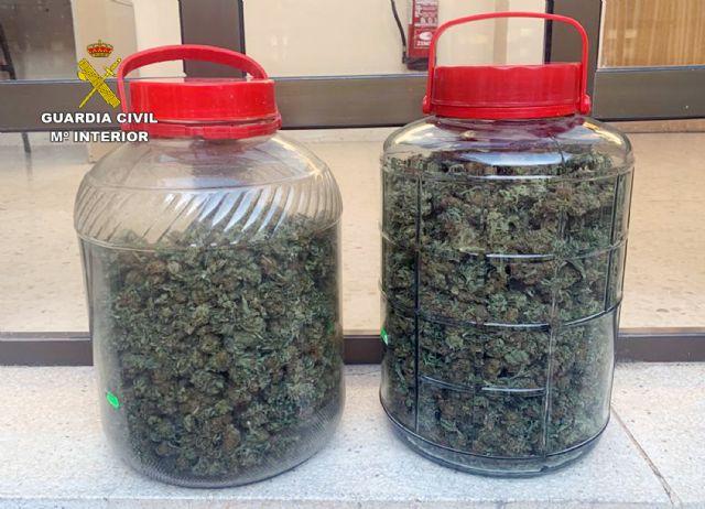 La Guardia Civil detiene a tres individuos presuntamente relacionados con el tráfico de droga de droga al menudeo - 2, Foto 2