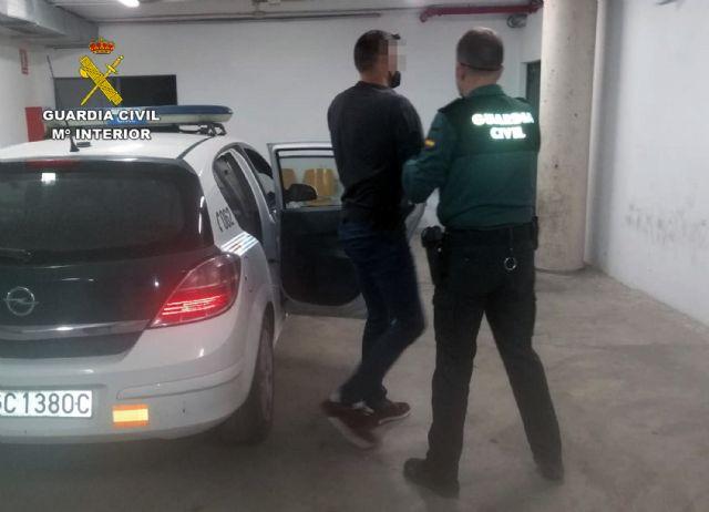 La Guardia Civil detiene a tres individuos presuntamente relacionados con el tráfico de droga de droga al menudeo - 3, Foto 3