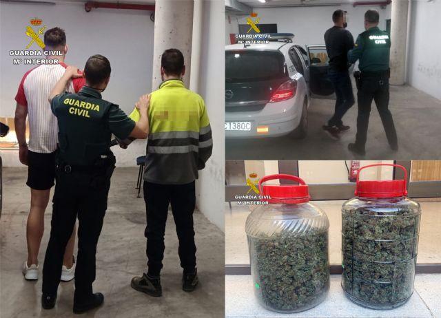 La Guardia Civil detiene a tres individuos presuntamente relacionados con el tráfico de droga de droga al menudeo - 5, Foto 5