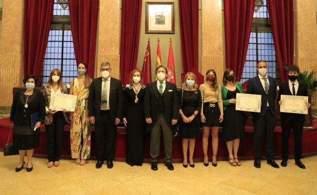 La Real Academia de Medicina premia a un estudiante y tres investigadoras de la UCAM - 1, Foto 1