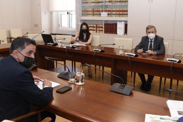 Ayuntamiento y Gobierno central estudian diversas actuaciones para solucionar la falta de financiación del Gobierno regional en la transferencia de competencias del transporte - 2, Foto 2