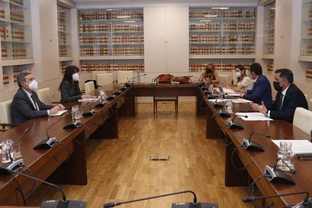 Ayuntamiento y Gobierno central estudian diversas actuaciones para solucionar la falta de financiación del Gobierno regional en la transferencia de competencias del transporte - 3, Foto 3