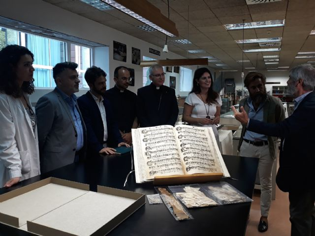 They retrieve a manuscript of the 18th century with thirty musical works of sacred polyphony