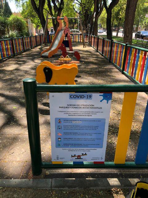 Puesta a punto de los 600 parques de los barrios y pedanías que mañana reabren a las familias murcianas - 2, Foto 2