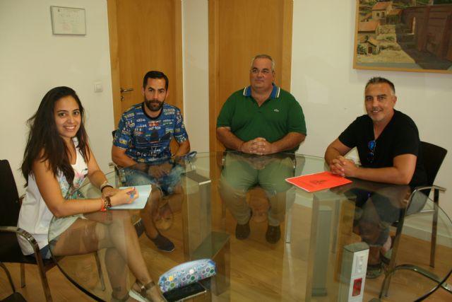 Responsables del nuevo Club Escuela de Fútbol Base Olímpico de Totana se reúnen con la concejala de Deportes