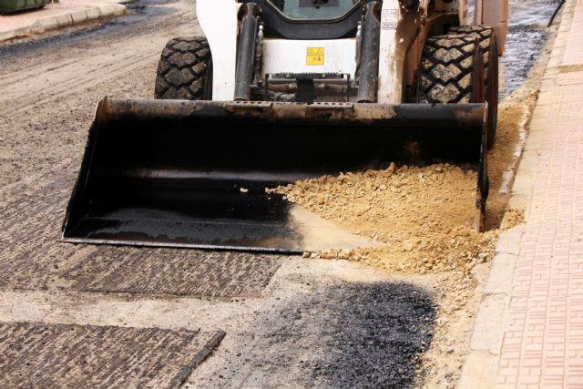 El Ayuntamiento de Alhama asfaltará varias calles y carreteras, Foto 1