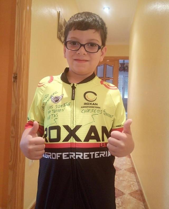 El ciclista Chescos Romera dará visibilidad a la mastocitosis luciendo una camiseta en las carreras en las que participe, Foto 3