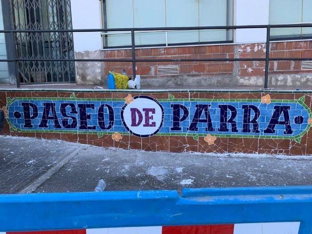 La edil de Cultura supervisa la segunda fase del proyecto de grafiti sobre mosaico - 2, Foto 2