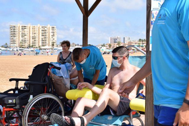 El servicio de baño asistido ya está disponible en Playa Honda, Puerto Bello y San Ginés de La Azohía, Foto 4