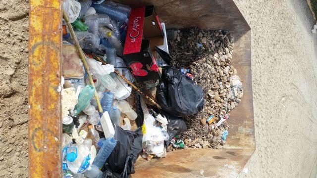 Cerca de 400 voluntarios recogen más de 9.500 kilos de residuos en la playa y fondo marino de Ensenada del Esparto, en La Manga del Mar Menor - 2, Foto 2