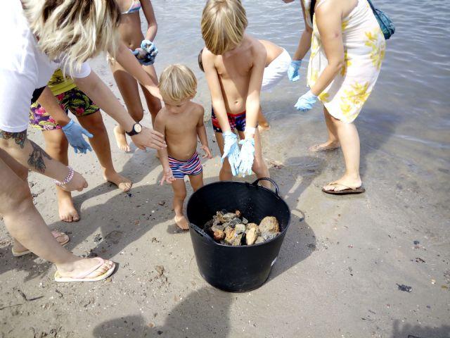 Cerca de 400 voluntarios recogen más de 9.500 kilos de residuos en la playa y fondo marino de Ensenada del Esparto, en La Manga del Mar Menor - 3, Foto 3