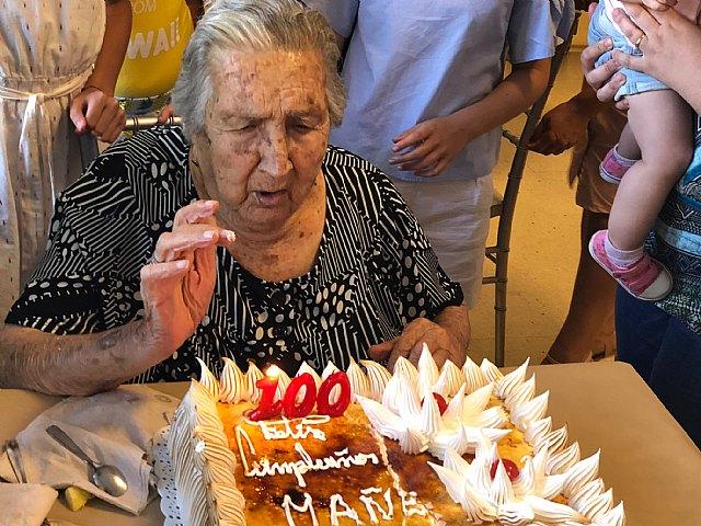 La familia de Juana Pérez Martínez rinde un homenaje al cumplir un siglo de vida y ser la XIII persona que supera los 100 años en el Municipio de Totana, Foto 2
