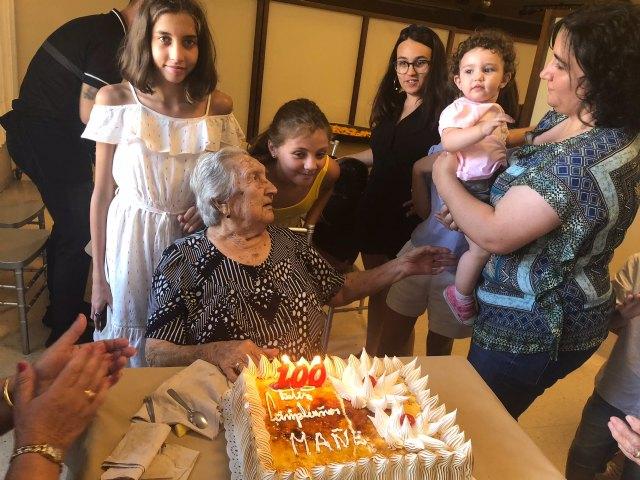 La familia de Juana Pérez Martínez rinde un homenaje al cumplir un siglo de vida y ser la XIII persona que supera los 100 años en el Municipio de Totana, Foto 3