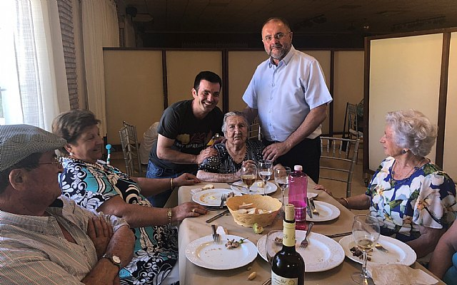 La familia de Juana Pérez Martínez rinde un homenaje al cumplir un siglo de vida y ser la XIII persona que supera los 100 años en el Municipio de Totana, Foto 4