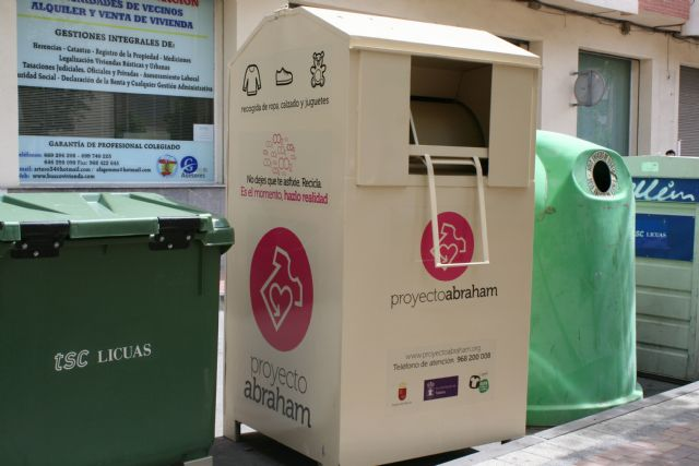 "The collection service continues on the public road of used clothes, footwear and toys for the benefit of the ""Proyecto Abraham"" Association"