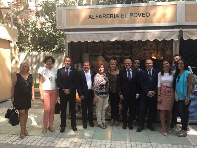 Responsables municipales asisten a la inauguración de la 34ª Feria Oficial de Artesanía de la Región de Murcia (Feramur)