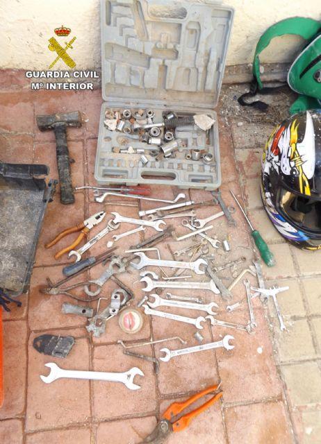 La Guardia Civil investiga a un menor de edad por robos en una vivienda y en el complejo deportivo de Mula - 4, Foto 4