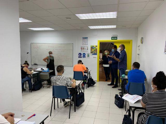 Más de 1.300 personas en riesgo de exclusión social realizan cursos del SEF en la Fundación Tienda Asilo San Pedro - 1, Foto 1