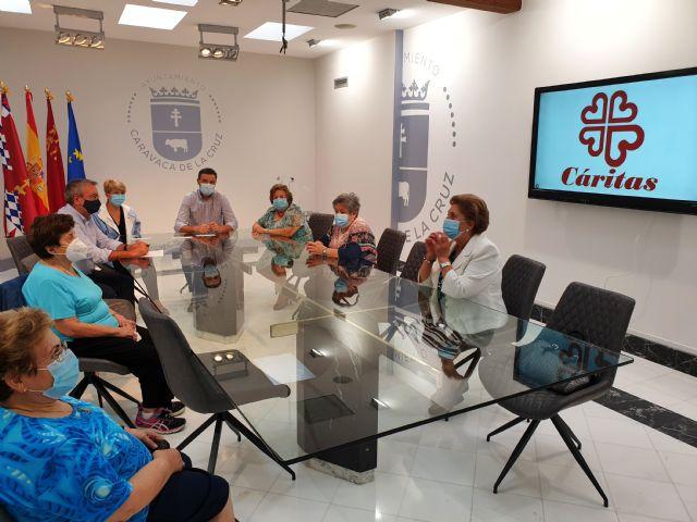 El Ayuntamiento de Caravaca refuerza su colaboración con Cáritas para ayudar en el banco de alimentos y en                                                           la atención a las familias más vulnerables afectadas por la crisis económica - 1, Foto 1