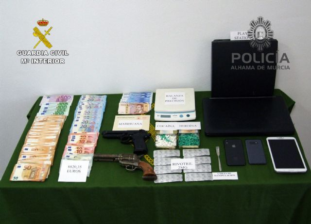 Desmantelan un importante punto de venta de cocaína y heroína en un domicilio de Alhama de Murcia, Foto 1