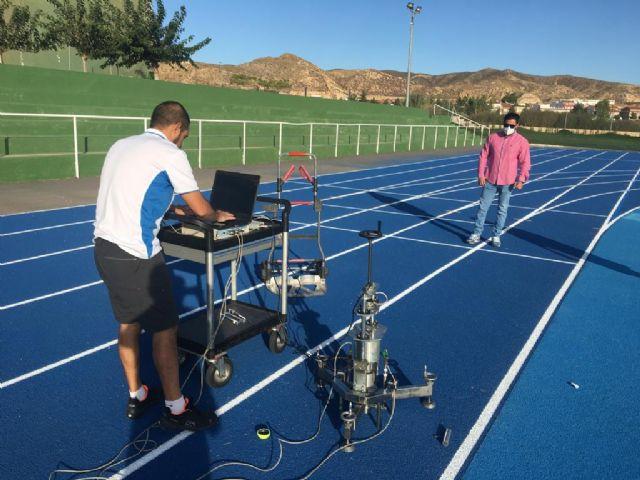 El Instituto de Biomecánica de Valencia certifica la idoneidad de la pista de atletismo de Puerto Lumbreras para la práctica de este deporte - 2, Foto 2