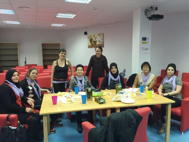 Clausura del taller de empoderamiento dirigido a mujeres extracomunitarias, Foto 1