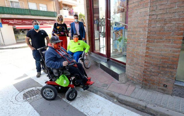 Fotos del pedáneo de Santiago el Mayor (PSOE), junto a los concejales del Agenda Urbana (PP) y Fomento (Ciudadanos), Foto 1