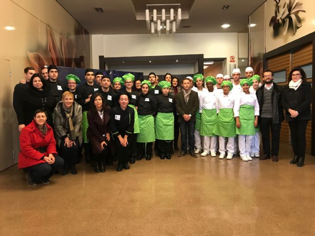 23 jóvenes se forman para ser cocineros y reposteros - 2, Foto 2