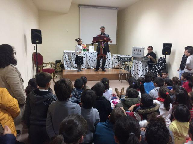 Más de un centenar de niños recibieron su regalo navideño - 2, Foto 2
