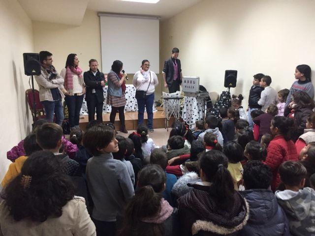 Más de un centenar de niños recibieron su regalo navideño - 4, Foto 4