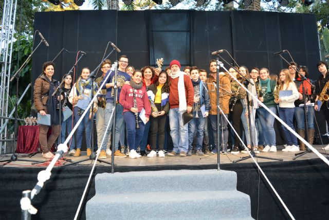 Los escolares aguileños vuelven a dar voz a la Navidad en el tradicional Certamen de Villancicos - 1, Foto 1