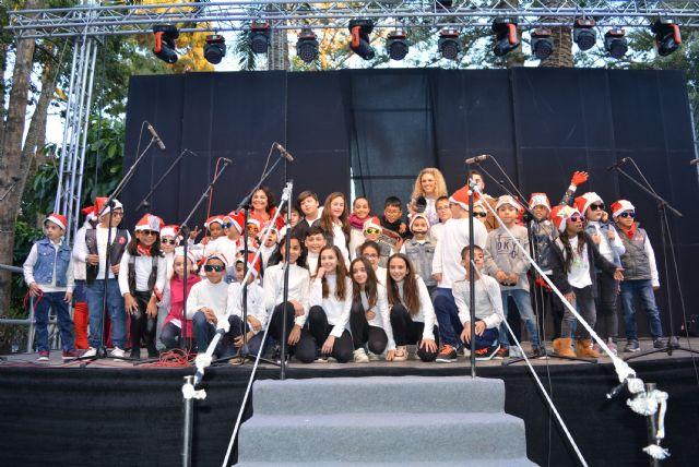 Los escolares aguileños vuelven a dar voz a la Navidad en el tradicional Certamen de Villancicos - 2, Foto 2