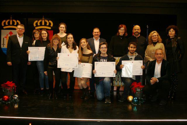 Se entregan los diplomas acreditativos a los diez alumnos de la XII Promoción del Bachillerato Internacional del IES