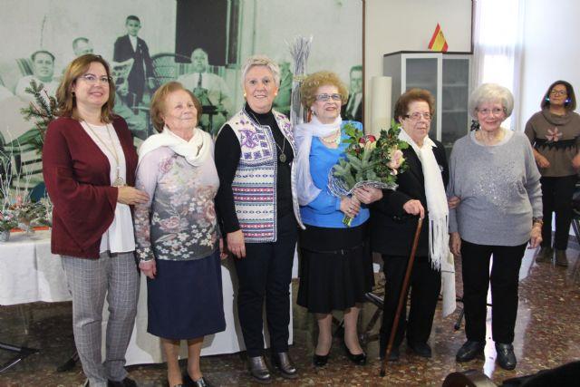 La asociación de Amas de Casa homenajea a sus socias mayores en su fiesta de Navidad - 1, Foto 1