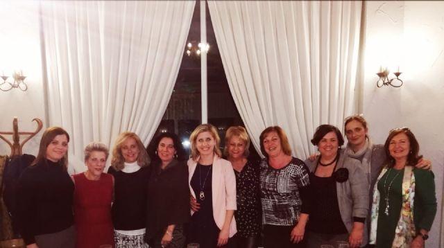 La Alcaldesa de Molina de Segura se reúne con un grupo de mujeres residentes en la Urbanización Altorreal que pretenden fundar una asociación de empresarias - 1, Foto 1