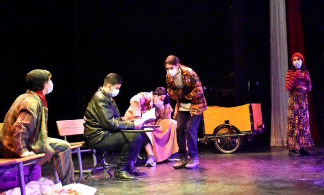 El Grupo de Teatro Alegría del I.E.S. Emilio Pérez Piñero representó en el Auditorio Municipal de Calasparra la obra El Triciclo de Fernando Arrabal - 3, Foto 3
