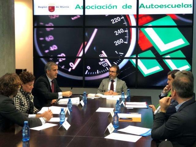 Fomento y la Asociación de Autoescuelas colaboran para aumentar la concienciación de los conductores en materia de seguridad vial - 1, Foto 1