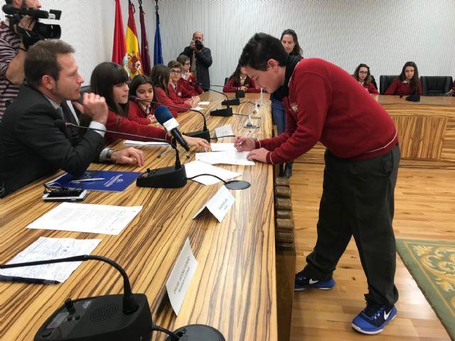 29 alumnos de 1º ESO del Centro Concertado Virgen del Pasico de Torre-Pacheco constituyen una cooperativa para recaudar fondos para su viaje de estudios - 2, Foto 2