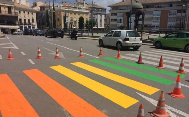 Dismissal and filing of the criminal complaint against the mayor and the councilor of Equality for the alleged crime of prevarication by repainting two pedestrian crossings with the colors of the rainbow flag, Foto 6