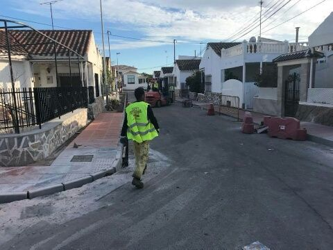 Comienzan las obras que culminarán la reposición de aceras en el barrio Los Pescadores - 1, Foto 1