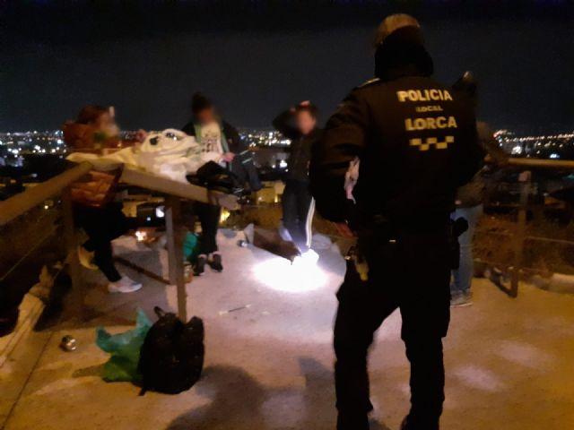 La Policía Local de Lorca comprueba un descenso en los incumplimientos del toque de queda y de las reuniones de personas no convivientes este pasado fin de semana - 1, Foto 1