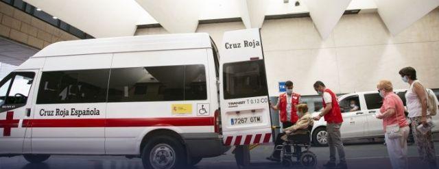 Cruz Roja en Lorca pone en marcha un servicio de transporte adaptado para llevar a las personas mayores a su centro de vacunación - 2, Foto 2